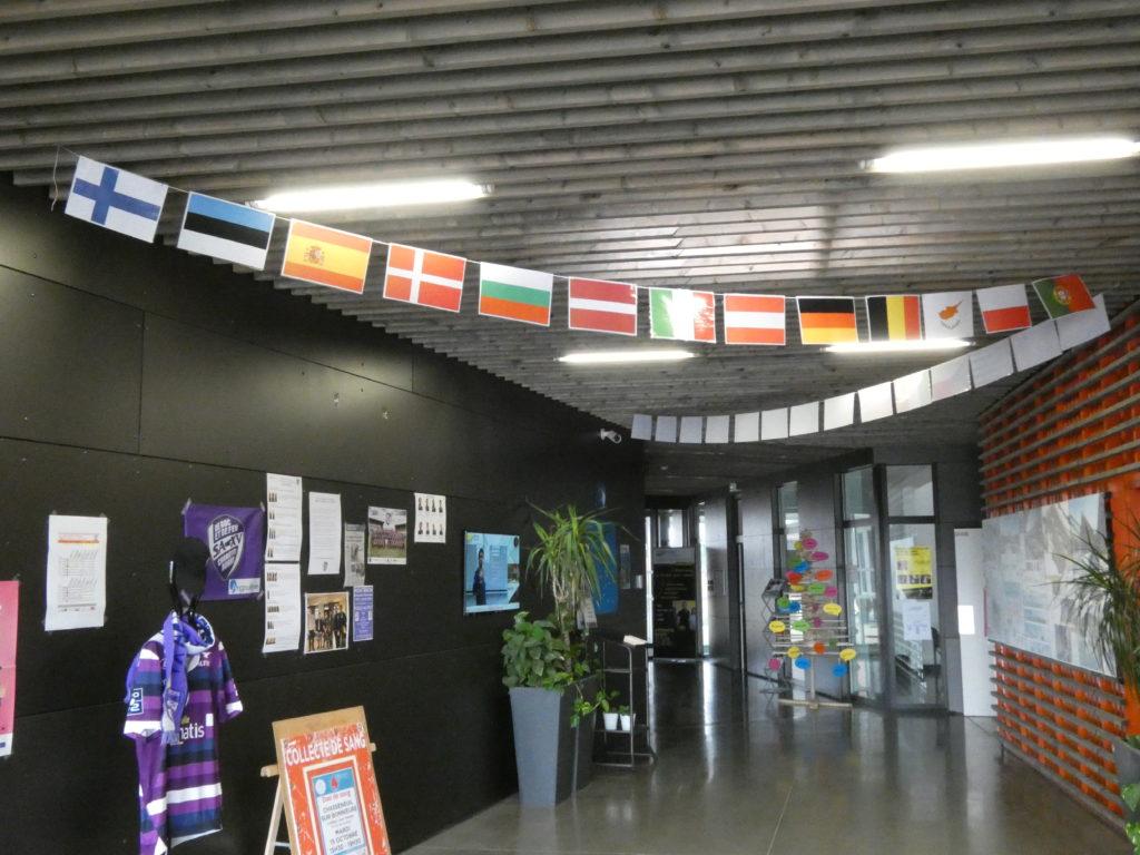 Intérieur BTP CFA charente - drapeaux europe